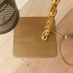 Lamp In Metal | Chain Stand 6