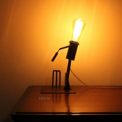 1 Lamp in Metal Cricket